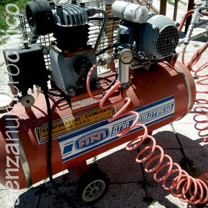attrezzature a motore: compressore